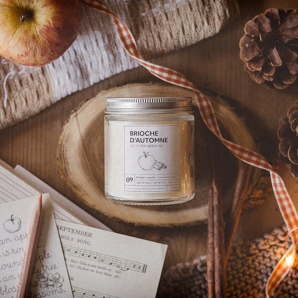 Hand poured scented soy candle cinnamon apple scent