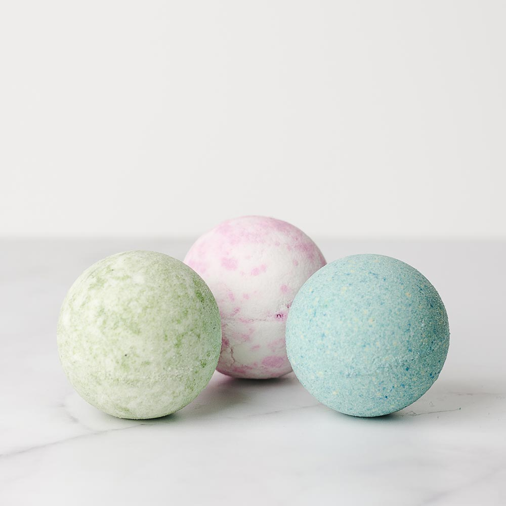 Gift box of natural bath bombs